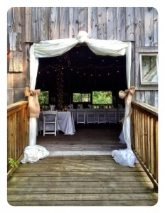 entrance to rustic barn at combsberry inn oxford md for wedding reception