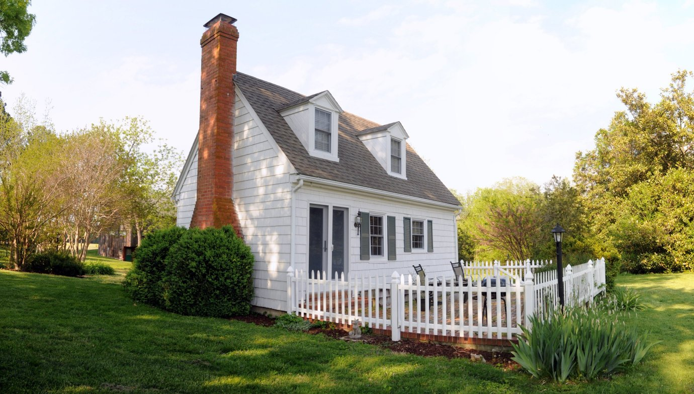 small cozy cottage with picket fence deck at combsberry inn