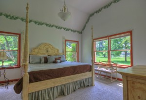 bed dresser and nightstands in queen ann room at combsberry inn