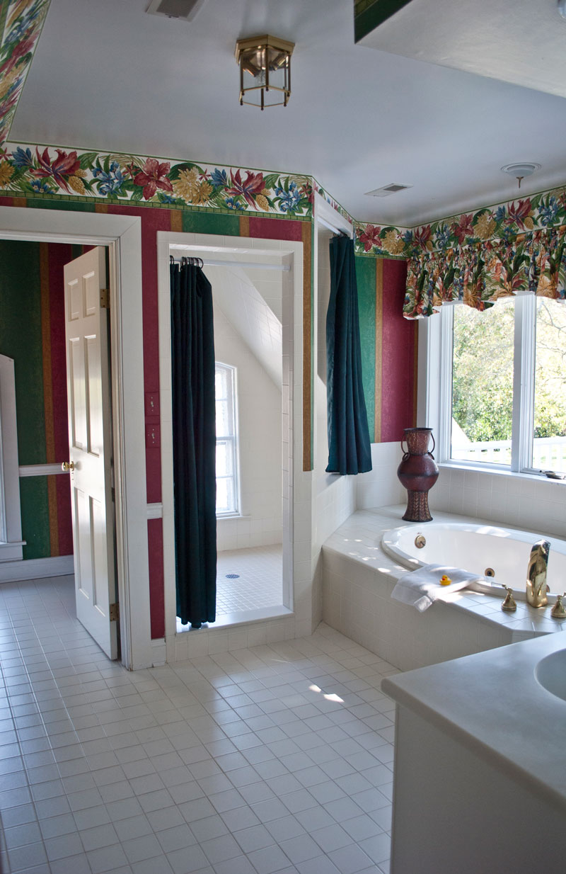 large suite bathroom at combsberry inn oxford md